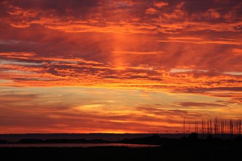Noe av det vakreste som finnes, en glødende solnedgang med håp om morgendagen.